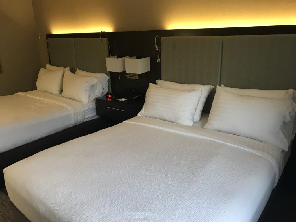 holiday inn auburn beds